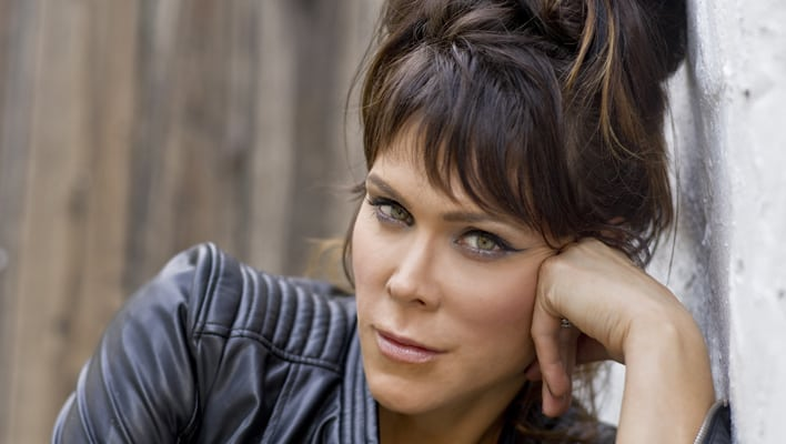 Beth Hart Brings Big Array Of Songs To Socal Concert